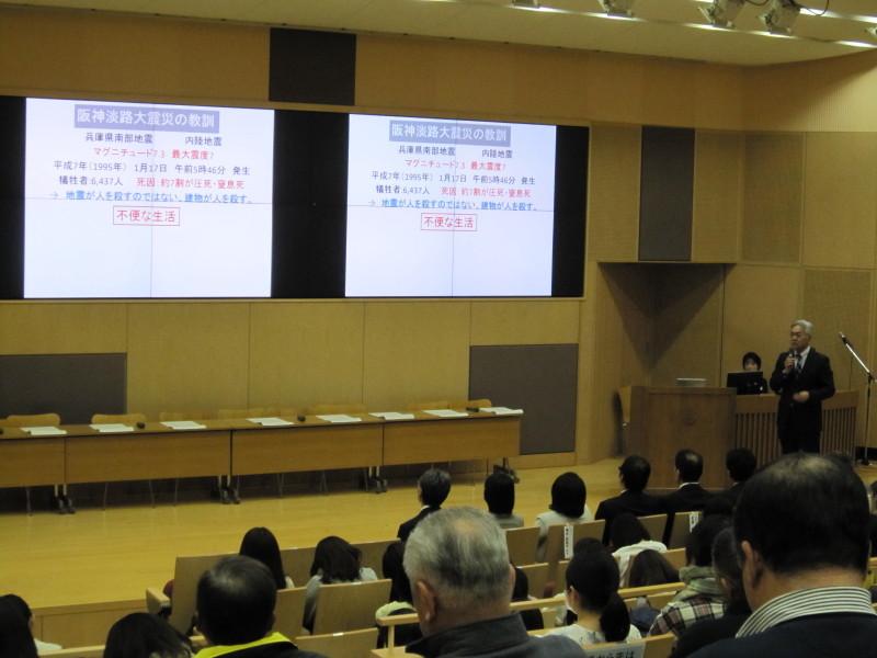 備えと心構えについて語る森永氏の講演模様 - 武庫川女子大学「防災シンポジウム」 ―考えておかなければいけないこと―